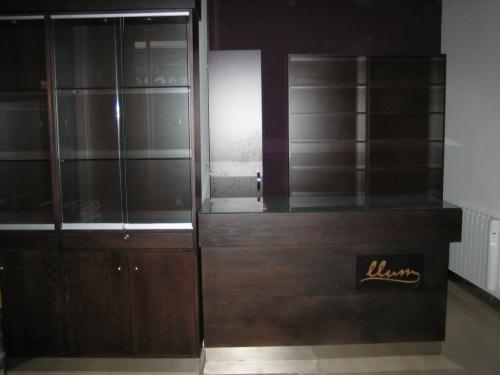 Venta mobiliario para joyeria en León, España - Muebles