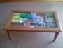mesa pequeña para comedor o salon,haya baporizada,con cristal,vendo por no usar.