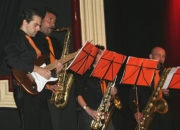 GUITARRISTA PROFESIONAL SE OFRECE (MADRID)