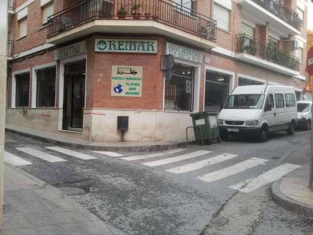 Recogida de muebles y ropa a domicilio gratuitamente en Málaga, España - Serv...