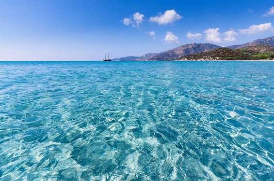 Vacaciones en la isla de cerdeña, italia. directo particular.