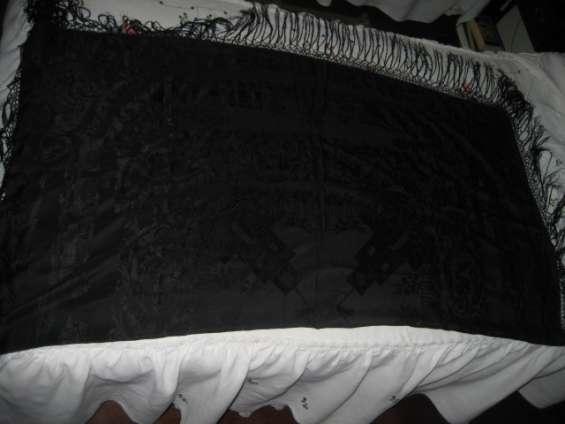Manton antiguo negro