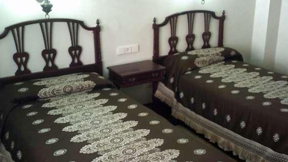 Fotos de Dormitorio de dos camas color caoba oscuro 3