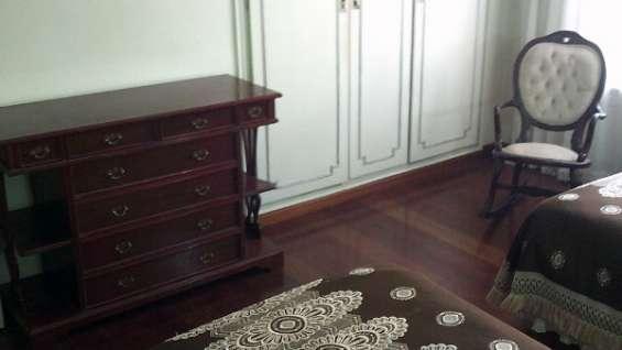Fotos de Dormitorio de dos camas color caoba oscuro 2